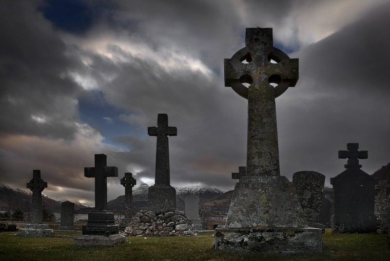 The-graveyard-of-St-Johns-Episcopal-Church-Ballachulish-2_.jpg