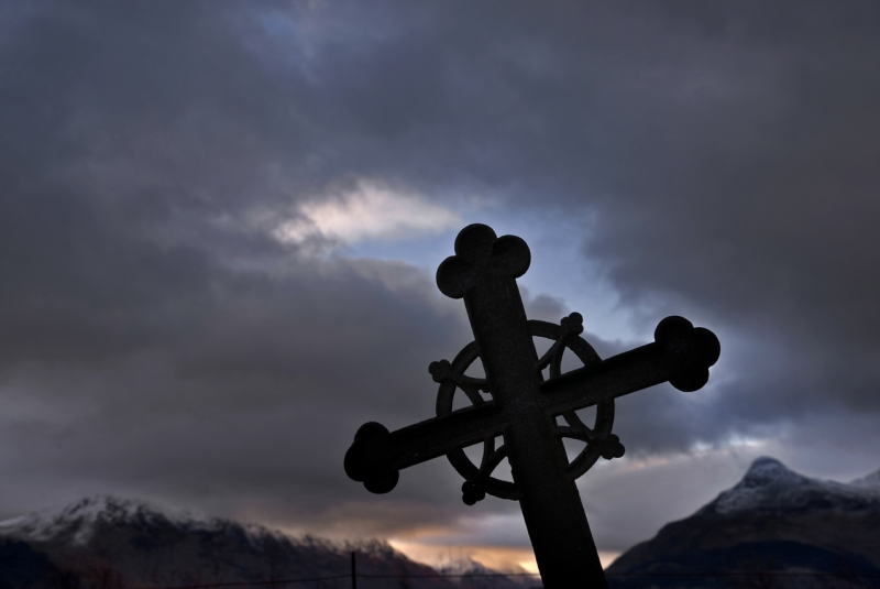 The-graveyard-of-St-Johns-Episcopal-Church-Ballachulish-1_.jpg